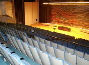 建学記念講堂 小ホール600 席