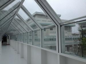 雨の日も渡り廊下があるので濡れずに移動できます