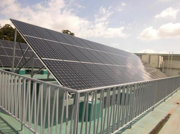 芸術館屋上太陽光発電設備