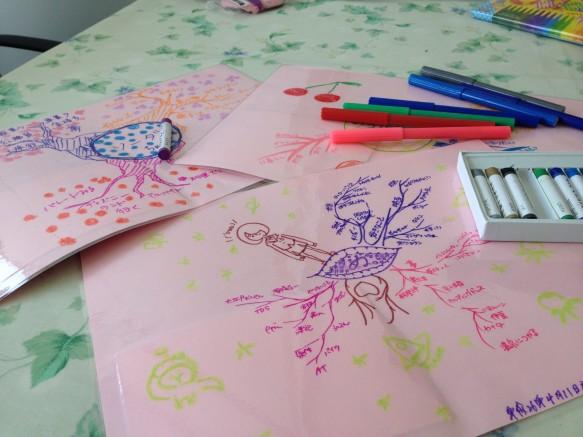 桜色の画材紙に、みんなで夢・希望をいっぱい描きました。