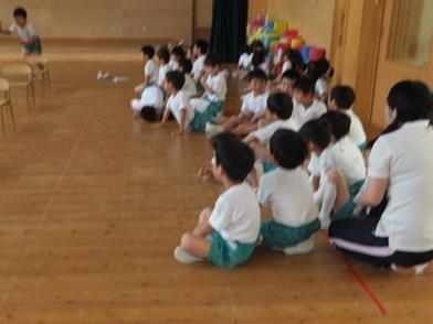 実習風景② 体操教室  子ども:「ぼくも 跳べるかな!」