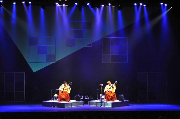 芸術鑑賞講座2012.7.10-吉田兄弟コンサート「三味線だけの世界」