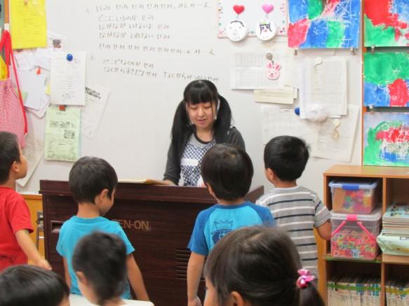 オルガンに合わせて元気に歌ってくれました。