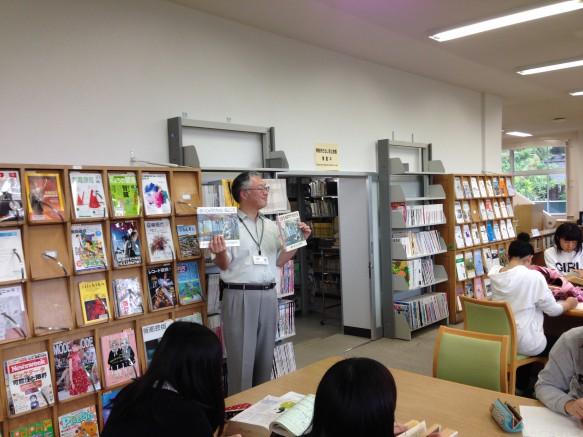 この絵本は「かいじゅうたちのいるところ」です。古い方は三島由起夫さんが翻訳しているそうです。