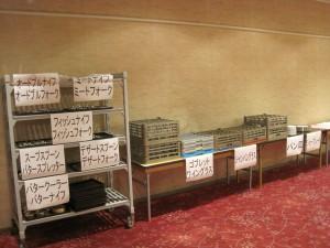 テーブルセッテイングに用いる食器は、すべてホテルで用いられている食器を使わせていただきました。