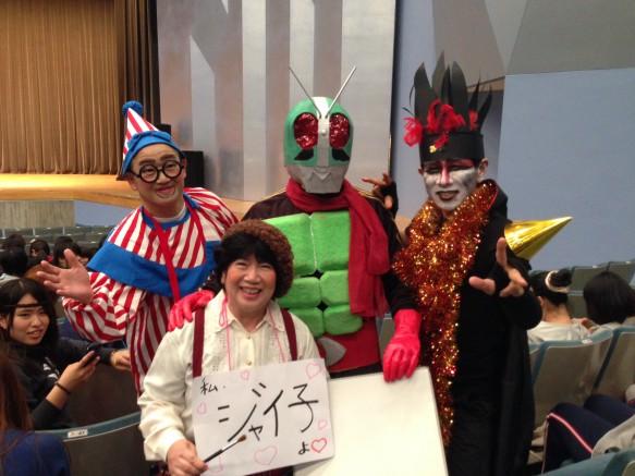 幼教の入賞メンバーが集合しました。皆さんアドバイザーの先生方ですが、仮面ライダーの正体は?