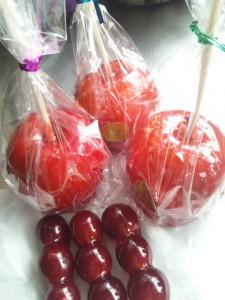 アメと果物の女王 200円   姫りんご または ブドウ の果実あめ