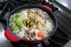 ロールキャベツとかぶの豆乳鍋