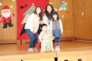 こがねもちの玄米30kgを附属幼稚園に贈りました。