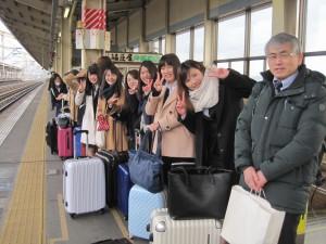 寒い朝でしたが元気に出発! 郡山駅ホームで。