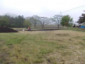 雨の発掘現場