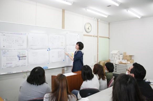 課題「女性が考える理想の住宅」について発表