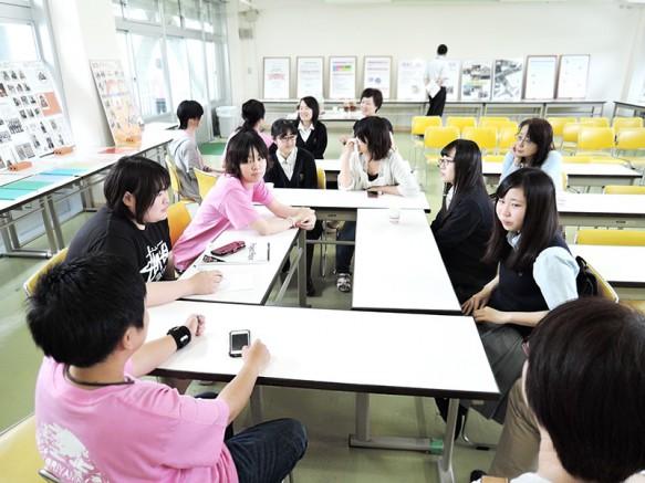 午後は在学生との懇談。なかなか聞けないお話が聞ける絶好の機会