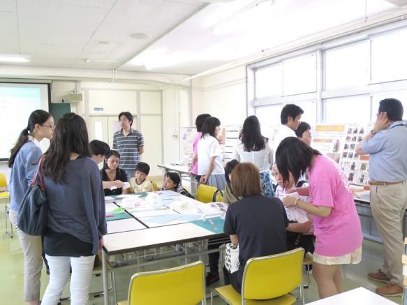 生徒さんだけでなく、付き添いのご家族皆で楽しめるのが建築OCです。