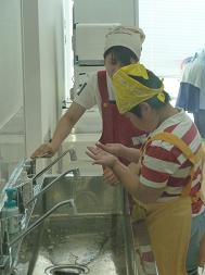 手をきれいに洗おうね。