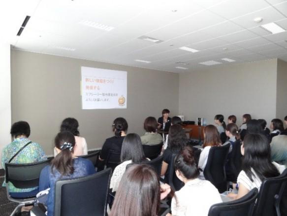 エフシージ総合研究所の仕事内容について女性取締役の説明を伺う