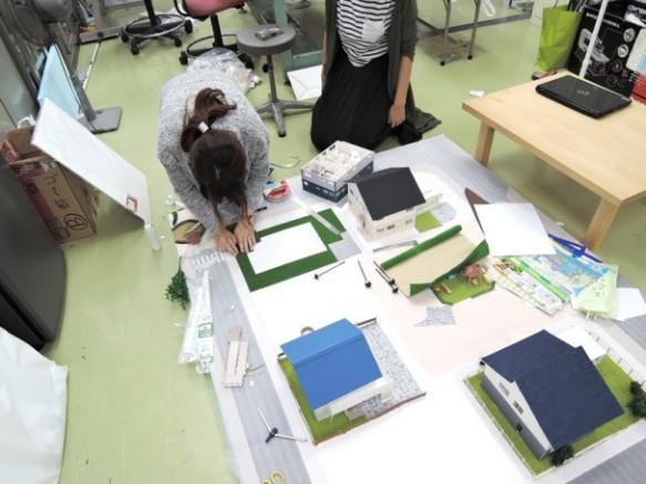 学生一人づつ思い思いの理想の住宅を設計