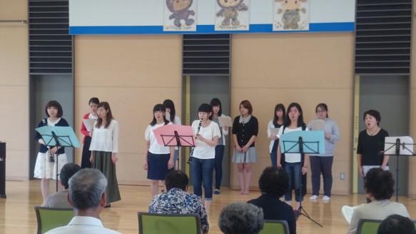 フィナーレは、音楽科と福祉コースとが一緒になって「ふるさと」を合唱。